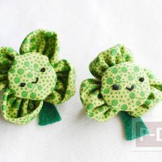 เข็มกลัดดอกไม้สีเขียว ทำจากผ้า