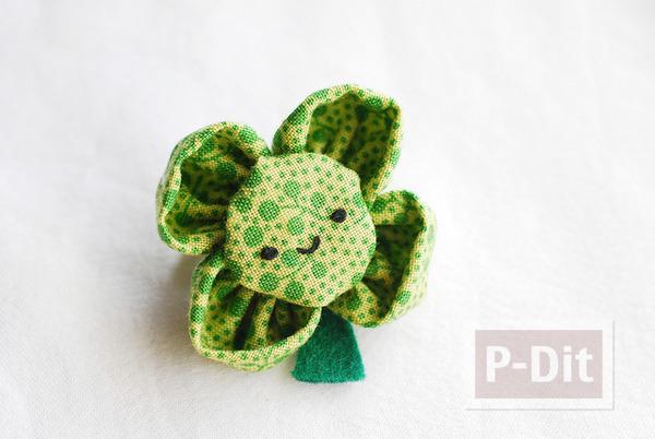 รูป 3 เข็มกลัดดอกไม้สีเขียว ทำจากผ้า