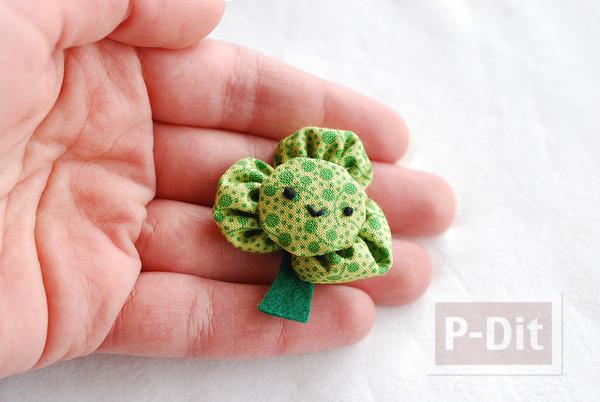 รูป 7 เข็มกลัดดอกไม้สีเขียว ทำจากผ้า