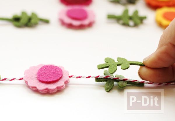 รูป 4 โมบายดอกไม้ ทำจากผ้าสักกะหลาด