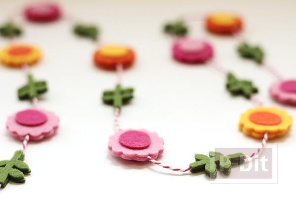 รูป 5 โมบายดอกไม้ ทำจากผ้าสักกะหลาด