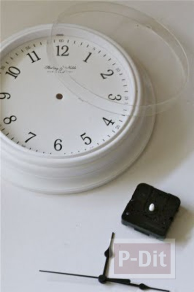รูป 3 นาฬิกาตั้งโต๊ะ ประดับหนังสือเล่มเก่า