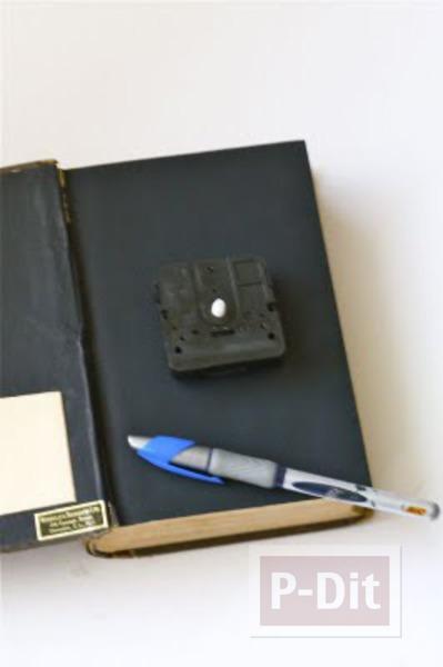 รูป 5 นาฬิกาตั้งโต๊ะ ประดับหนังสือเล่มเก่า