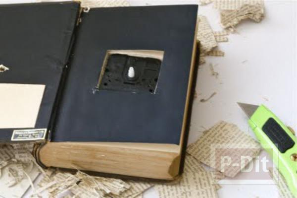 รูป 6 นาฬิกาตั้งโต๊ะ ประดับหนังสือเล่มเก่า