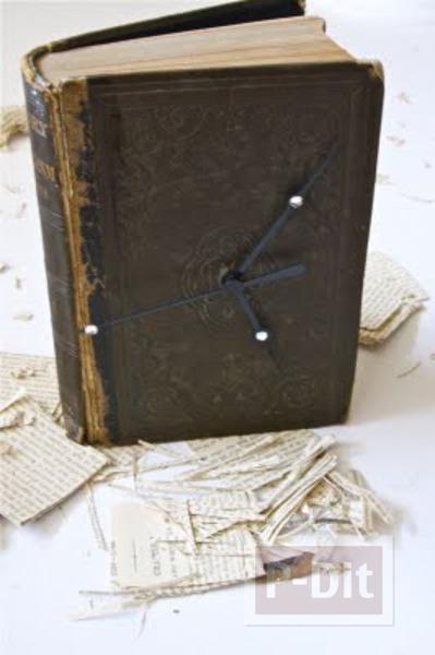 รูป 7 นาฬิกาตั้งโต๊ะ ประดับหนังสือเล่มเก่า