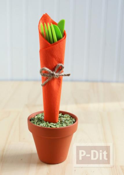 รูป 2 ห่อช้อนกินข้าว รูปแครอท ด้วยกระดาษทิชชู