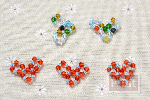 รูป 6 ประดับสร้อยข้อมือ เม็ดพลาสติก ถักร้อยลายหัวใจ