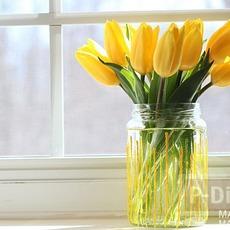 แจกันขวดแก้ว ทาสีเหลือง สดใส