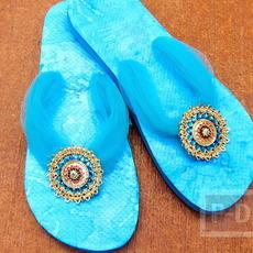 รองเท้าแตะนำมาตกแต่งใหม่ สวยใส