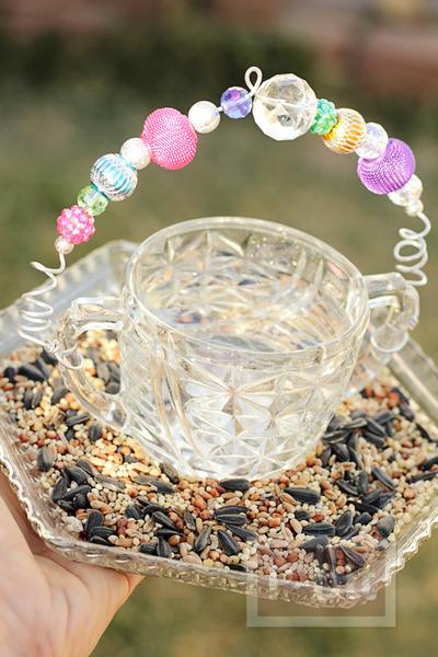 ประดิษฐ์ที่ให้อาหารนก จากแก้วชาใบเก่า