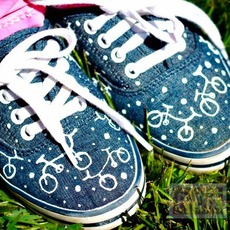 รองเท้าผ้าใบ วาดลายจักรยาน