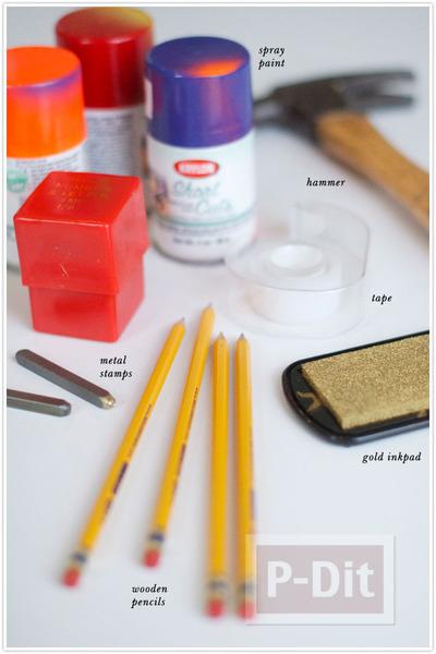 รูป 2 ดินสอไม้ ปั้มตัวอักษร