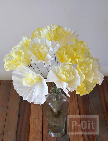 รูป 4 ดอกไม้กระดาษ ทำจากถ้วยคัพเค้ก ย้อมสี