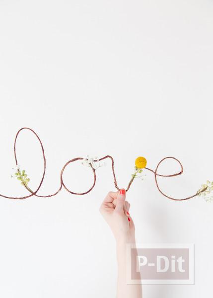 รูป 4 เขียนคำว่ารัก ผ่านเชือกเส้นเล็กๆ ประดับดอกไม้