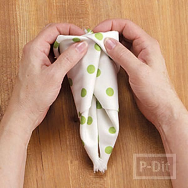 รูป 6 พับผ้าเช็ดมือ ลายกระต่าย