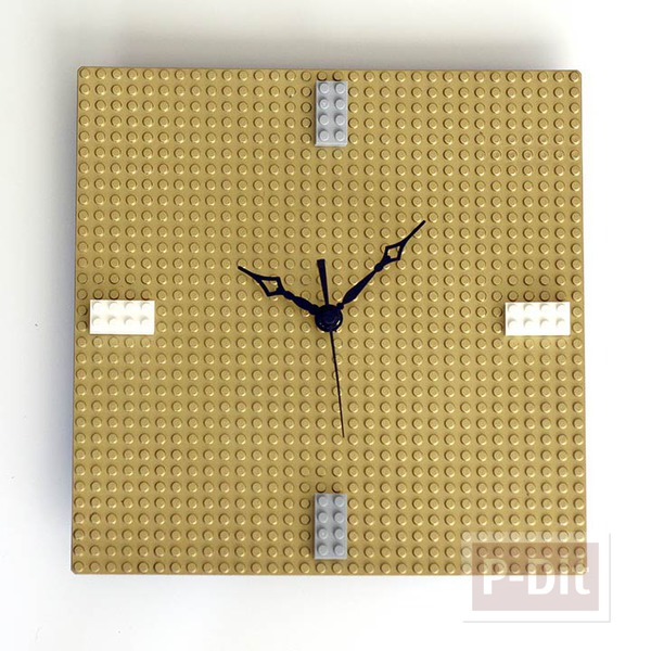 รูป 2 นาฬิกาติดผนัง ทำจากแผ่นเลโก้