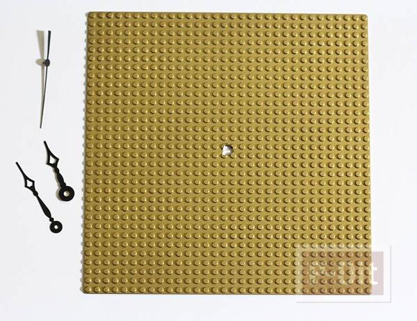รูป 3 นาฬิกาติดผนัง ทำจากแผ่นเลโก้