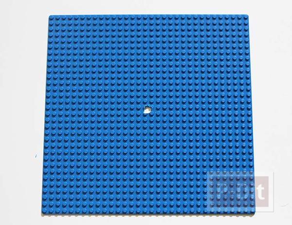 รูป 6 นาฬิกาติดผนัง ทำจากแผ่นเลโก้