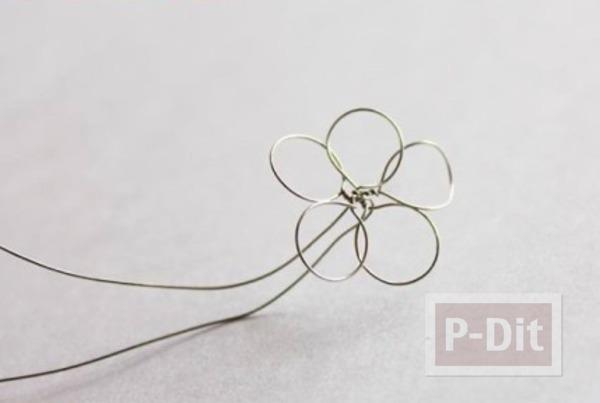 รูป 7 สร้อยข้อมือดอกไม้ ทำจากลวด สีทาเล็บ