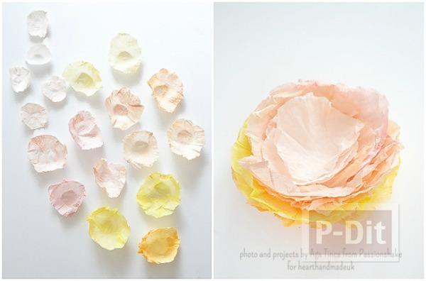 รูป 2 ห่อของขวัญ ด้วยดอกไม้กระดาษ