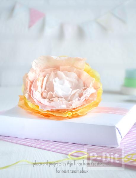 รูป 4 ห่อของขวัญ ด้วยดอกไม้กระดาษ