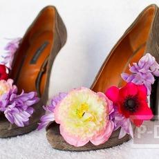 ตกแต่งรองเท้าสวยๆ ติดดอกไม้ หลากสี