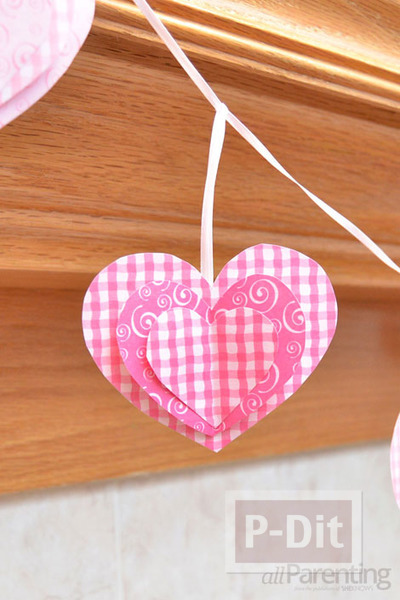 รูป 2 โมบายประดับบ้าน รูปหัวใจ สามชั้น