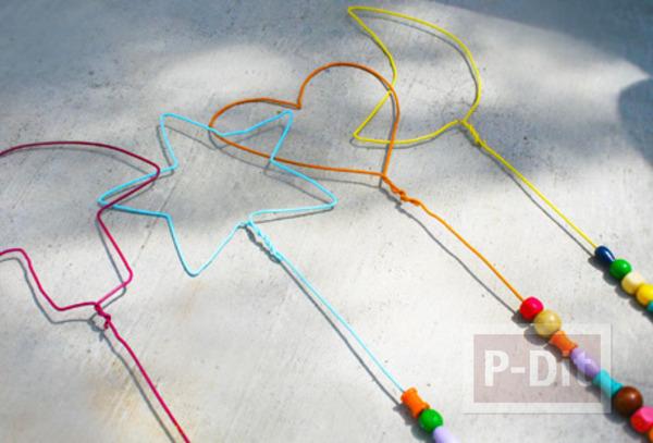 รูป 5 สอนทำของเล่น จากไม้แขวนเสื้อ