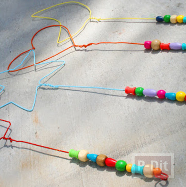 รูป 6 สอนทำของเล่น จากไม้แขวนเสื้อ