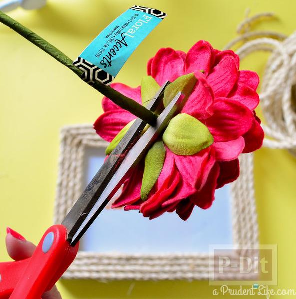 รูป 5 กรอบรูปประดับเชือก ติดดอกไม้ประดิษฐ์