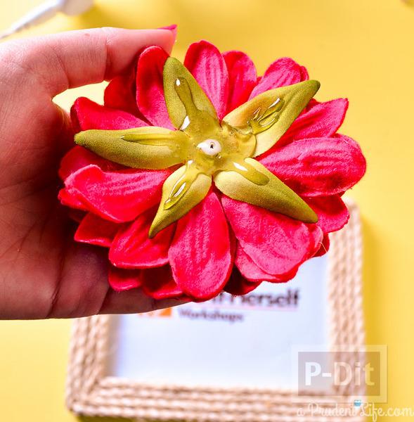 รูป 6 กรอบรูปประดับเชือก ติดดอกไม้ประดิษฐ์