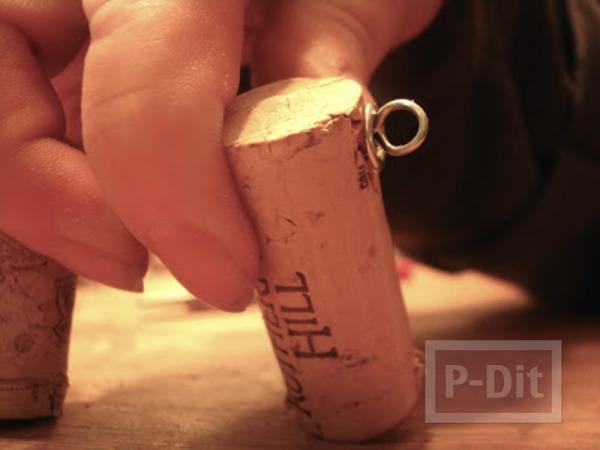 รูป 4 พรมเช็ดเท้า ทำจากฝาขวดไวน์ (จุกก็อก)