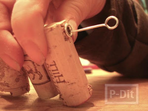 รูป 5 พรมเช็ดเท้า ทำจากฝาขวดไวน์ (จุกก็อก)