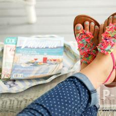 รองเท้าคู่เก่า นำมาตกแต่งใหม่ ประดับดอกสวย