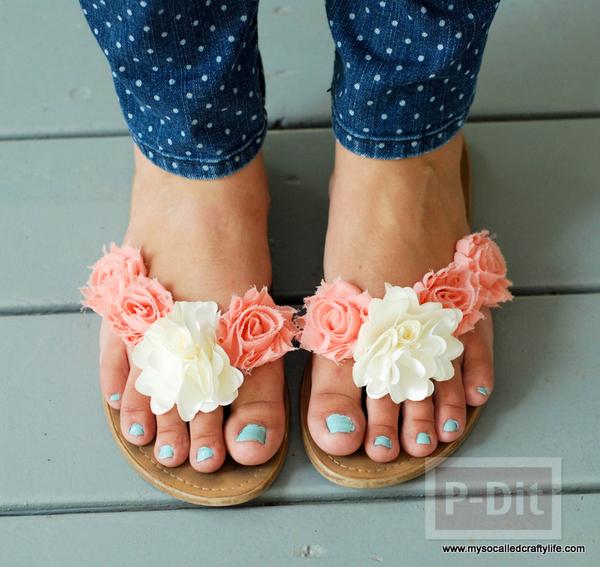 รูป 2 รองเท้าคู่เก่า นำมาตกแต่งใหม่ ประดับดอกสวย