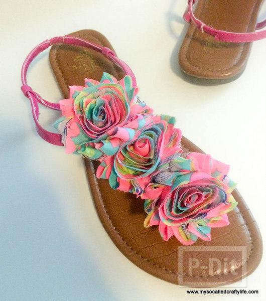 รูป 4 รองเท้าคู่เก่า นำมาตกแต่งใหม่ ประดับดอกสวย