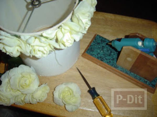 รูป 2 โคมไฟสวยๆ ตกแต่งจากดอกไม้ประดิษฐ์