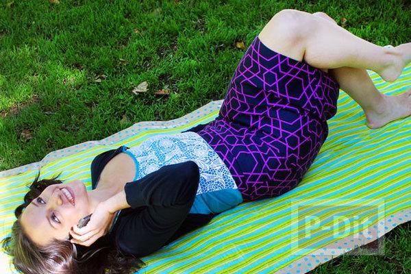 ทำผ้าปูนั่ง บนสนามหญ้า ริมทะเล สวยๆ