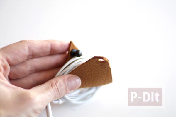 รูป 6 ที่รัดสายไฟ ทำจากแผ่นหนังเล็กๆ