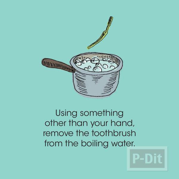 รูป 4 กำไลข้อมือ ทำจากแปรงสีฟัน อันเก่า