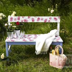 เก้าอี้ในสวน ลายดอกกุหลาบ ตกแต่งง่ายๆ