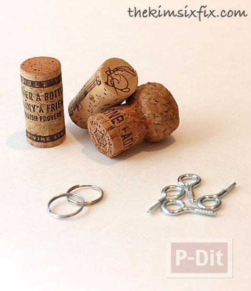 รูป 2 พวงกุญแจ ทำจากจุกก๊อก ปิดขวดไวน์
