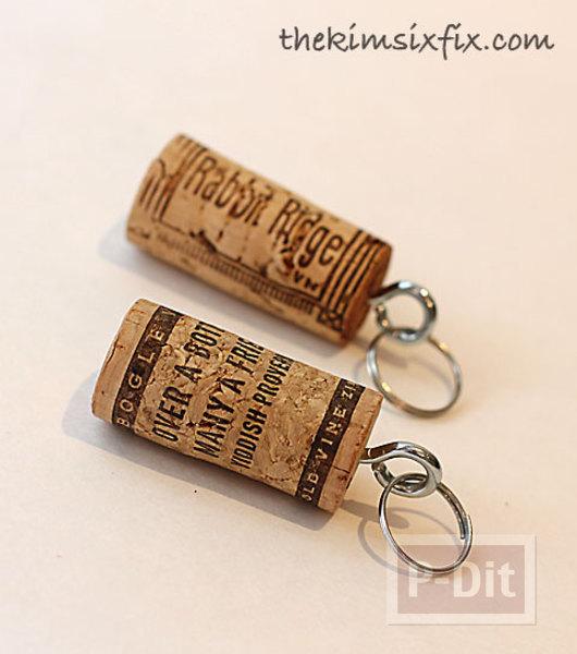 รูป 6 พวงกุญแจ ทำจากจุกก๊อก ปิดขวดไวน์