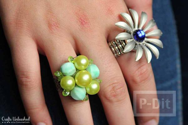 แหวน ทำจากกระดุม หรือตกแต่งจากเครื่องประดับ เก่าเก็บ