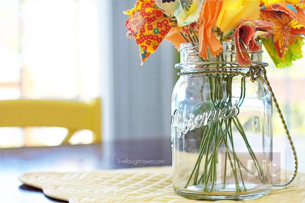 รูป 6 ดอกไม้ผ้า สีสวย ประดับบ้าน