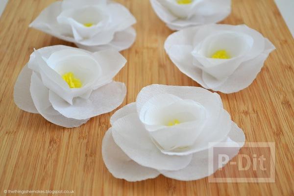 รูป 3 ดอกไม้กระดาษสีขาว เกสรสีเหลือง
