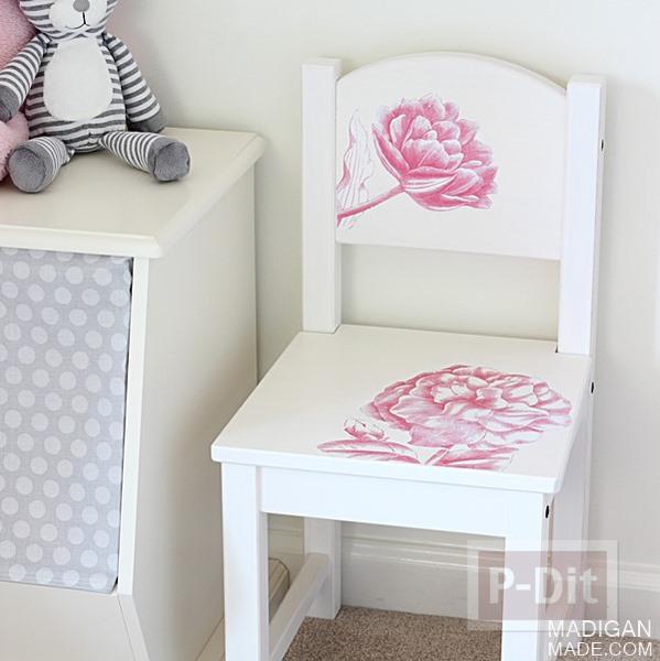 เก้าอี้เด็ก ตกแต่งลายดอกไม้ดอกใหญ่ๆ