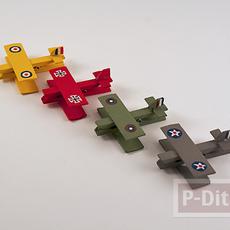 เครื่องบินเล็ก ทำจากไม้หนีบผ้า และเศษไม้