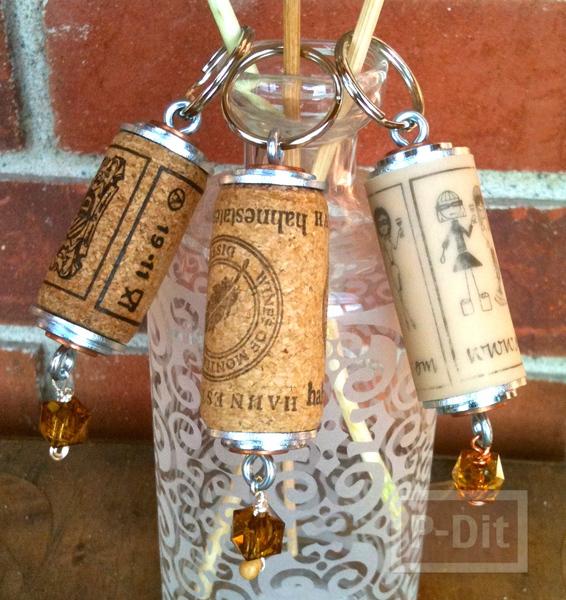 รูป 1 พวงกุญแจ ทำจากไม้ก๊อก จุกไวน์