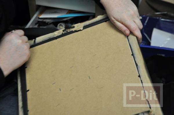 รูป 5 กระดานหมากรุก ทำจากแผ่นไม้เก่าๆ กระดุมพ่นสี